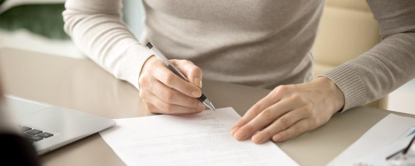 Firmare un contratto: a cosa fare attenzione